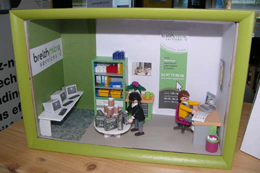 breizh-micro-service-vitrine-miniature-playmobil-communication-enfants