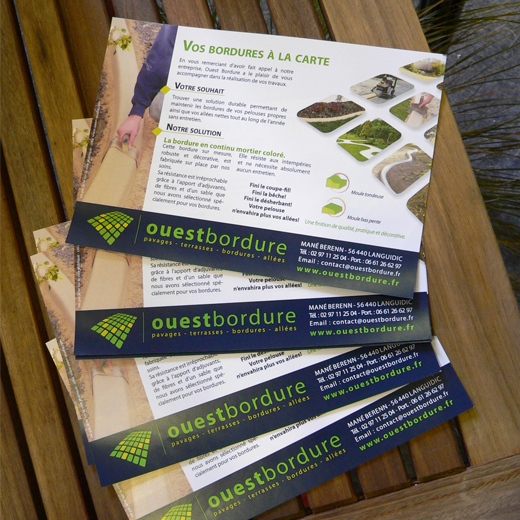 ouest-bordure-creation-flyer-a5-couleur-disposition-stand-presentation