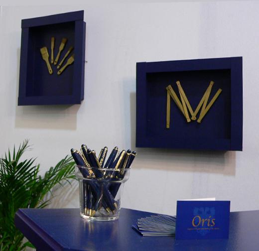 oris-stand-stylo-pub-carte-de-visite-cadres-outils-bleu-or